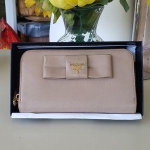 Aithentic prada soffiano zippy long wallet